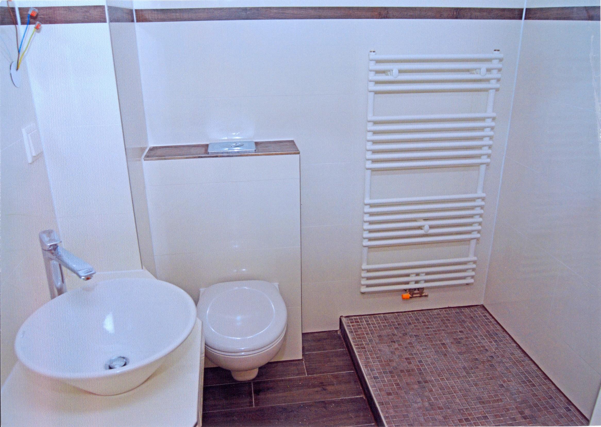Erste Badezimmer sind fertig gefliest.