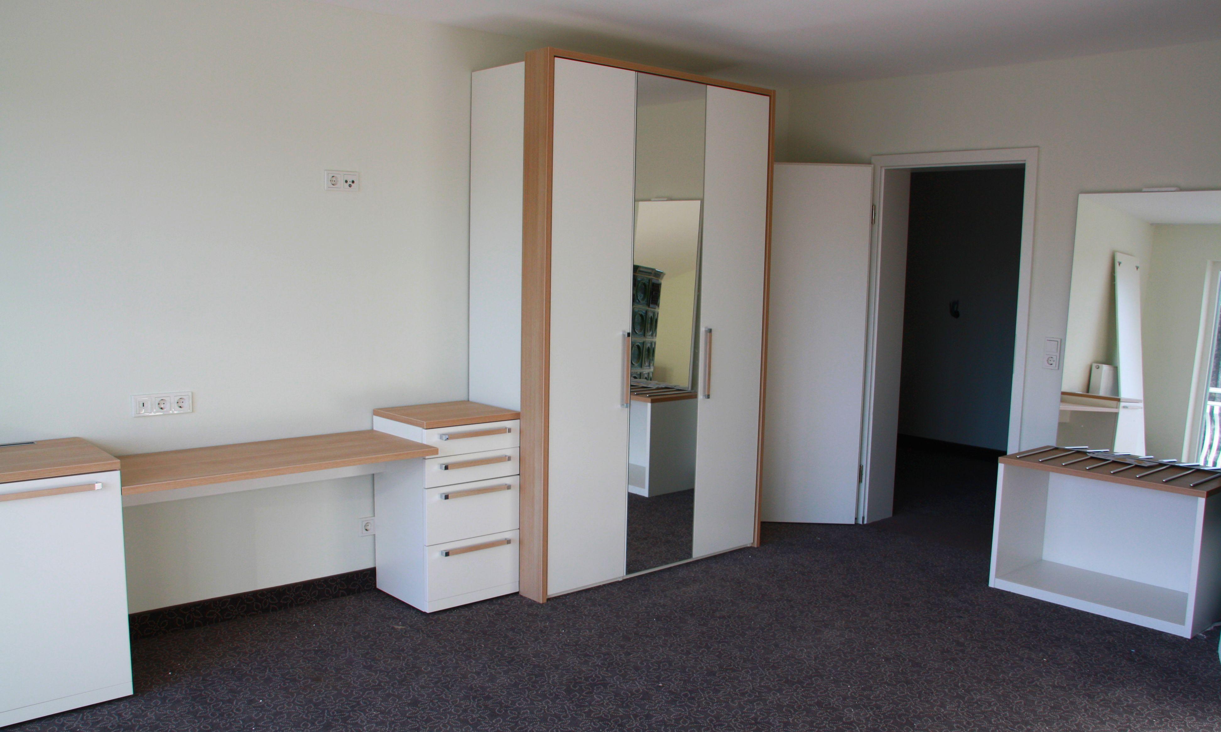 die m bel der g stezimmer sind aufgebaut. Black Bedroom Furniture Sets. Home Design Ideas